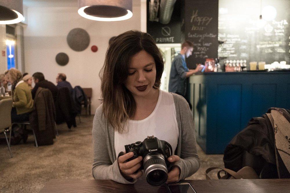 Rachel Off Duty: Woman in a Coffee Shop